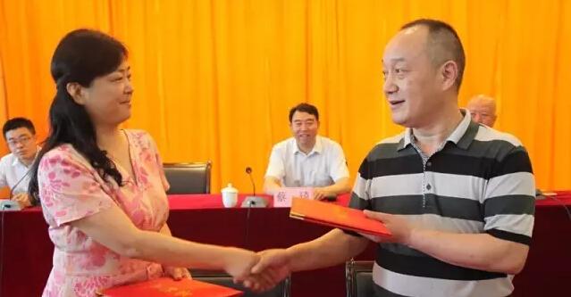 6月1日,千龙网记者跟随无名爱心团来到河北燕达陆道培医院看望小媛媛。图为病床上的小媛媛。千龙网记者戴琪 摄